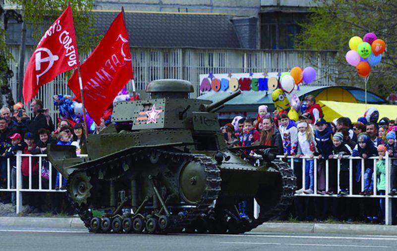 ترميم أول دبابة سوفيتية عمرها 100 عام (3)