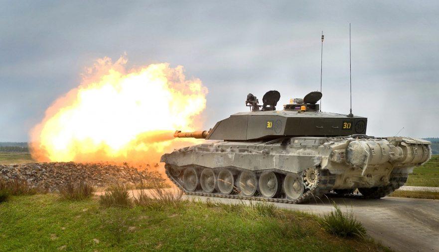 بريطانيا ترصد مليار دولار لتطوير دبابات تشالنجر - 2