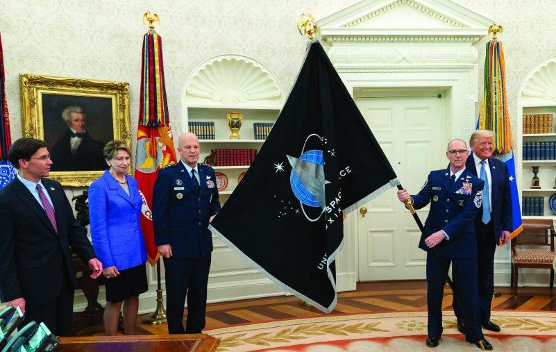 الكشف عن علم قوة الفضاء الأمريكية (2)
