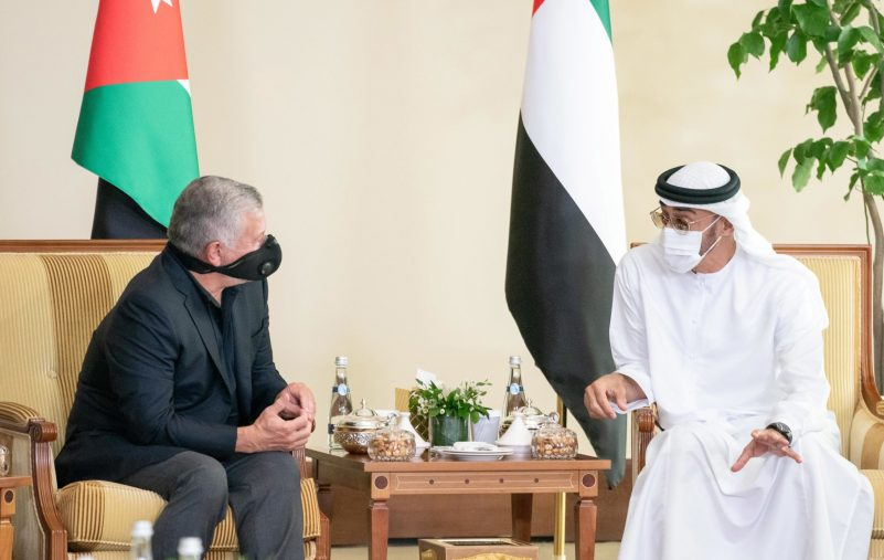 ABU DHABI, UNITED ARAB EMIRATES - July 22, 2020: HH Sheikh Mohamed bin Zayed Al Nahyan, Crown Prince of Abu Dhabi and Deputy Supreme Commander of the UAE Armed Forces (R), meets with HM King Abdullah II, King of Jordan (L).  ( Rashed Al Mansoori / Ministry of Presidential Affairs ) ---