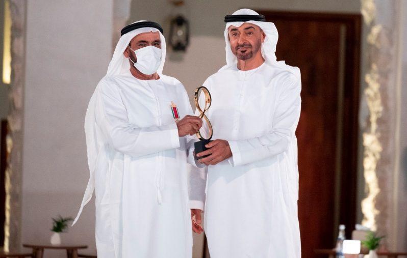 ABU DHABI, UNITED ARAB EMIRATES - April 07, 2021: HH Sheikh Mohamed bin Zayed Al Nahyan, Crown Prince of Abu Dhabi and Deputy Supreme Commander of the UAE Armed Forces (R), presents an Abu Dhabi Award to Lieutenant General (Rtd.) Obaid Mohammed Al Kaabi (L), during an awards ceremony, at Qasr Al Hosn.  ( Mohamed Al Hammadi / Ministry of Presidential Affairs ) ---