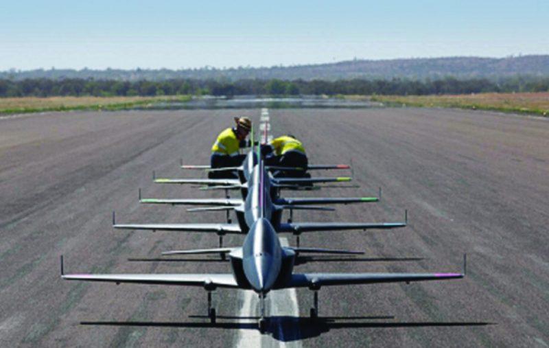 «بوينج» تختبر سرب طائرات مسيرة مزودة بالذكاء الاصطناعي